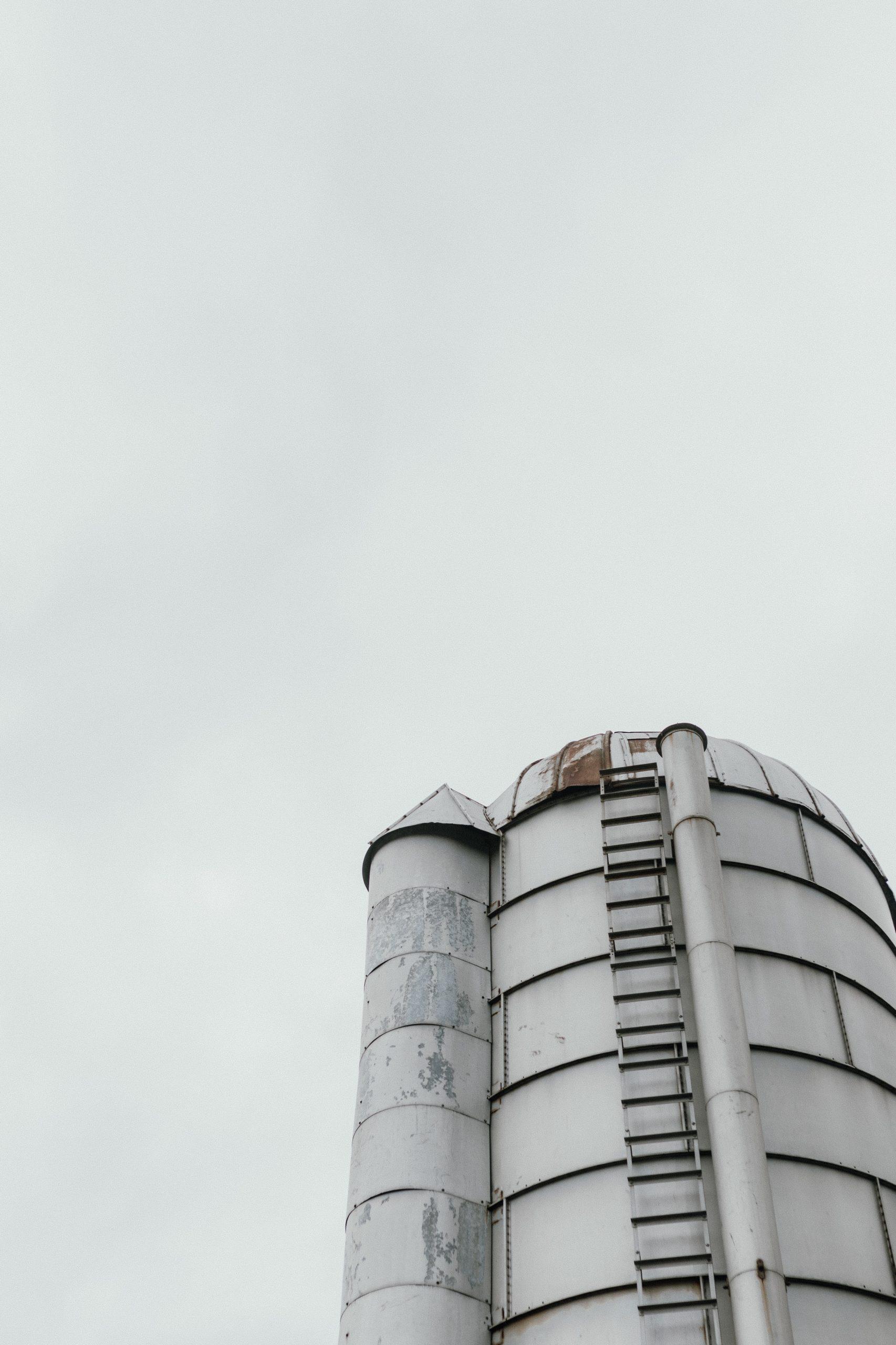 Publication pressures create knowledge silos